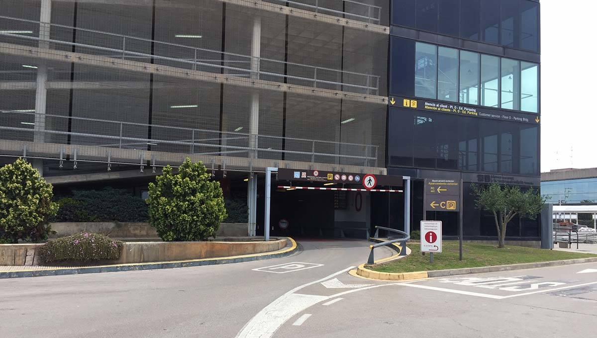 parking de l'aéroport de Barcelone T2