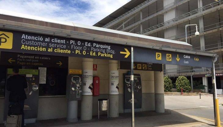 caisse de l'aéroport be Barcelone Terminal 2