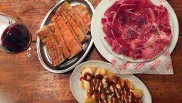 tapas de la Bodega la Puntual: jambon et patatas brava