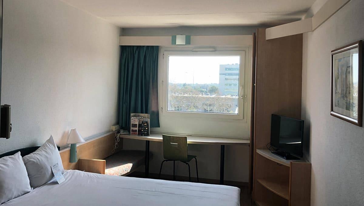 hotel ibis castelldefels chambre