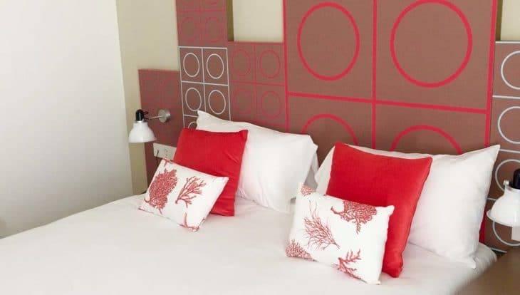 hôtel Ibis chambre rouge pour un week-end à Barcelone