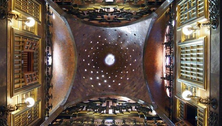 plafond du palau Güell