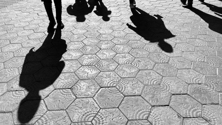 ombres sur les pavés du Passeig de gràcia
