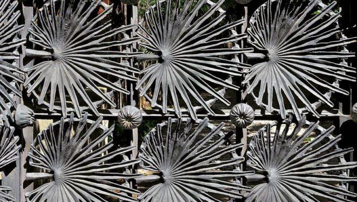 grille en forme de feuilles de palmiers